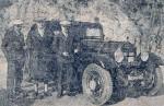 Maurice_Vasselle_au_centre,_devant_son_Hotchkiss_AM_80S_victorieuse_du_rallye_Monte_Carlo_1933