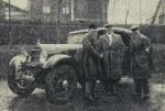Maurice_Vasselle,_vainqueur_du_rallye_Monte_Carlo_1933_sur_Hotchkiss_(à_G._Buzi,_au_centre_Maret,_au_départ)
